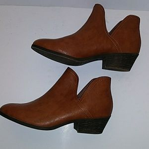 FADED GLORY BROWN ANKLE BOOTS